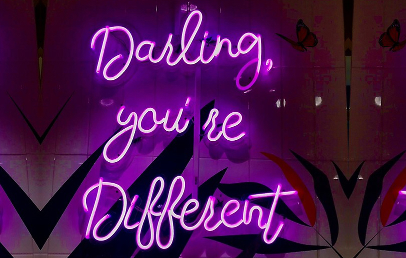 articol - darling you re different